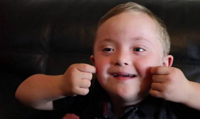 Little boy with Down's syndrome wows Gateshead shoppers